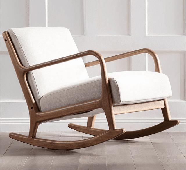 Ghế thư giãn bằng gỗ trong phòng khách
