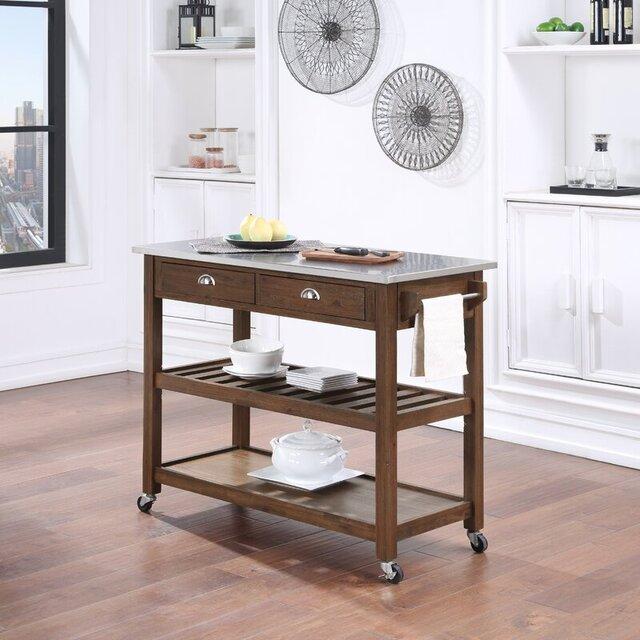Đảo bếp với mặt bàn thép