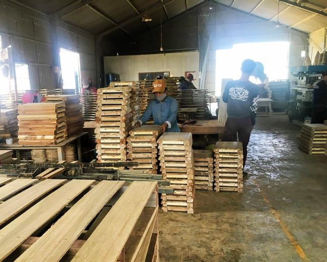 Xưởng gỗ HCM